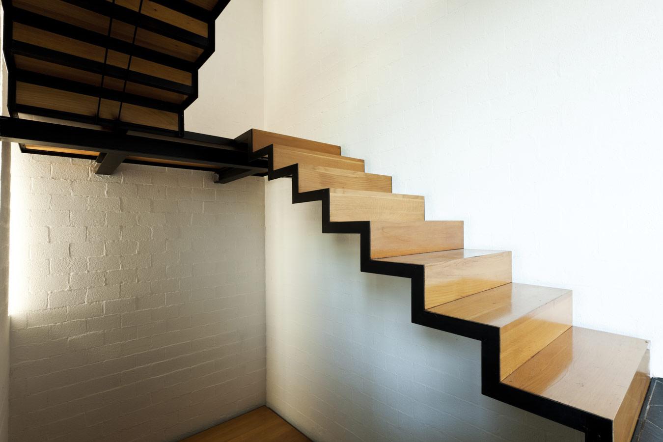 Zoldertrap inspiratie populaire soorten for Houten trap plaatsen