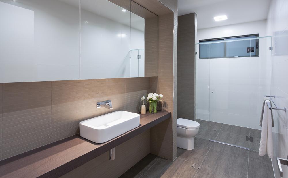 Ideeen badkamer betegelen - Badkamer tegel helderwit ...