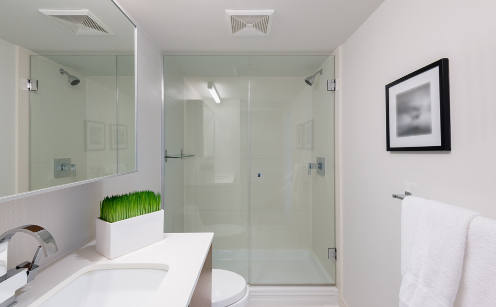 Kleine badkamer inrichten slimme tips inspiratie - Glazen kamer bad ...