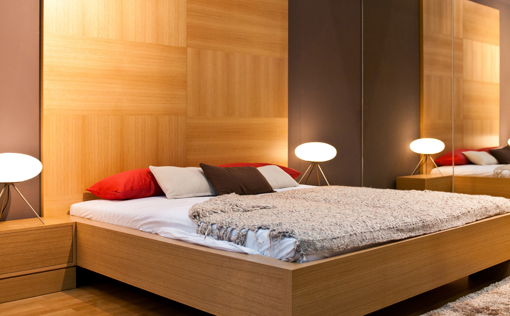 Modern bed in eik
