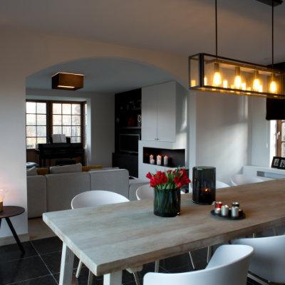 Wit interieur met hout