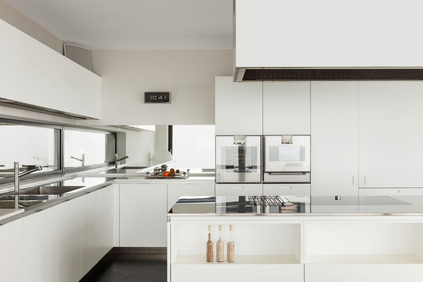 Eettafel woonkeuken kleine woonkamer grote eettafel for keuken met erker for Kleine keukens fotos
