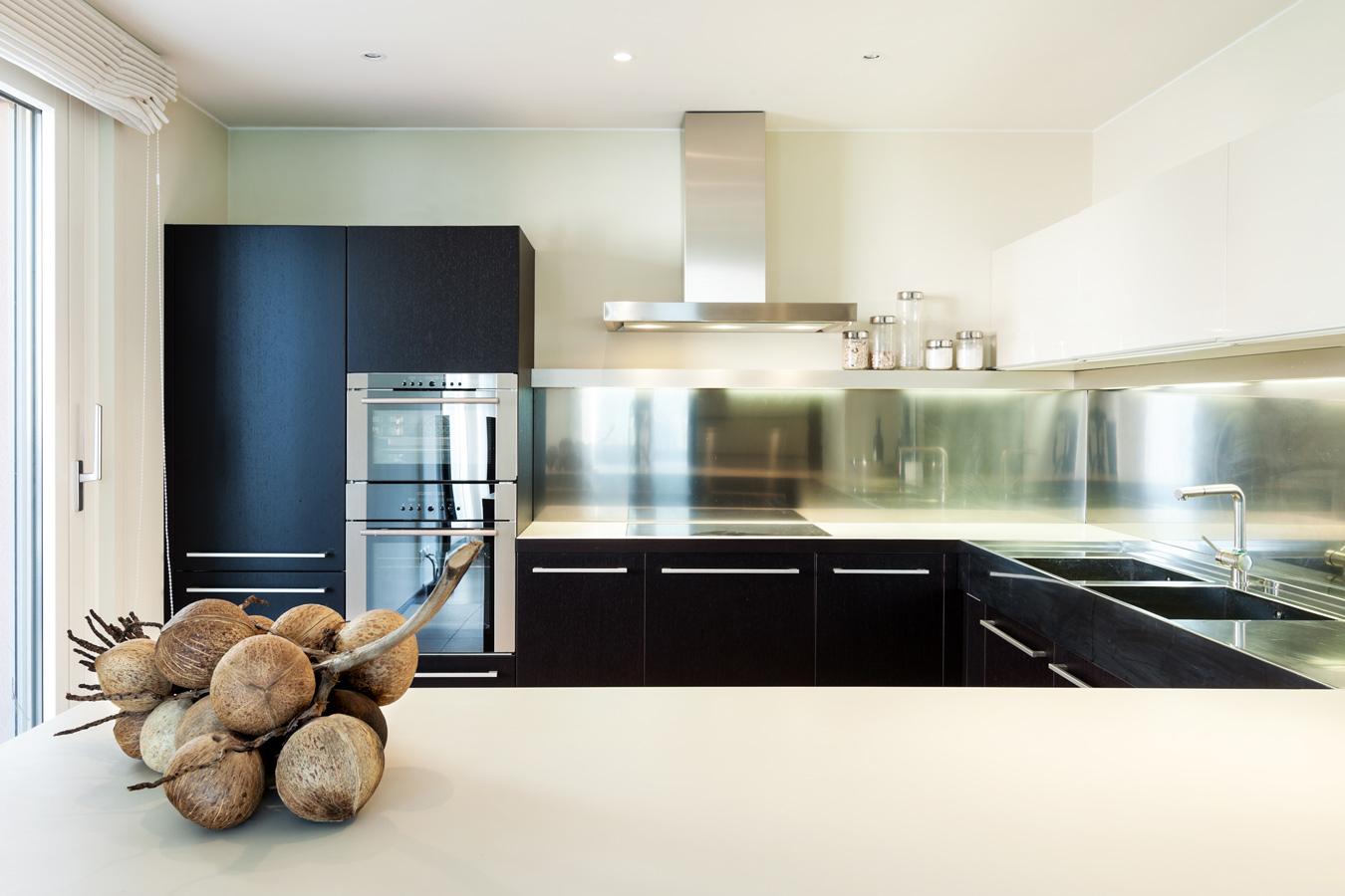 Keuken Ergonomie Afmetingen : Moderne keuken met inbouw spoelbakken