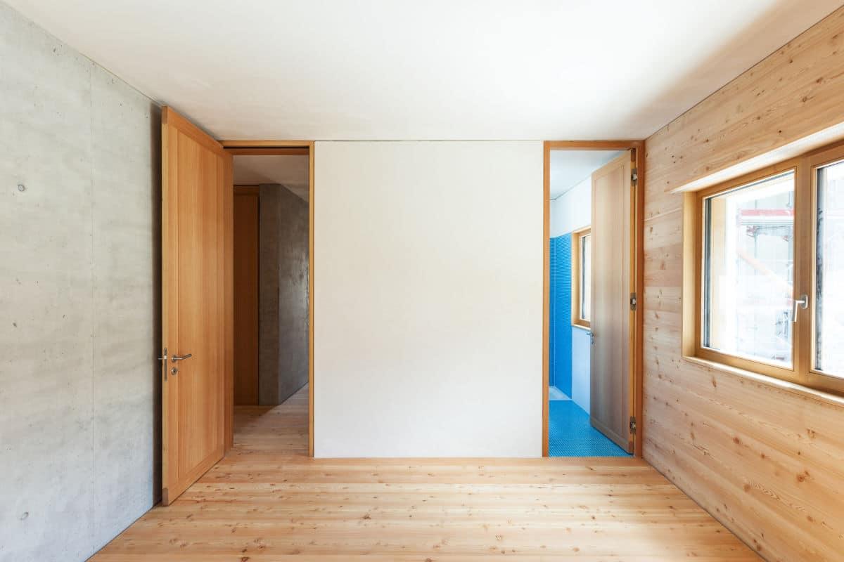 Kamerhoge deuren tot het plafond
