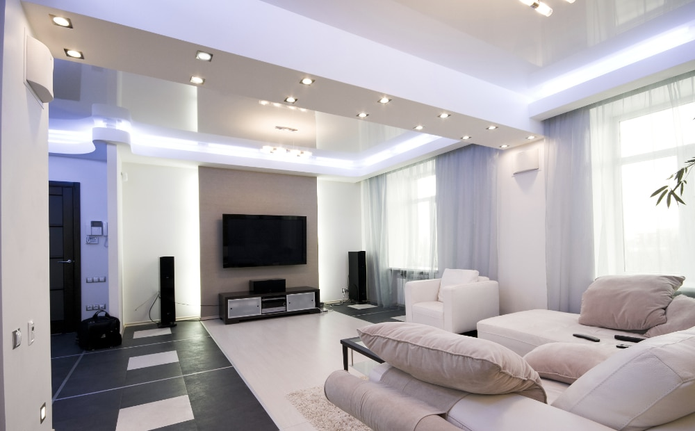 Wit interieur met gekleurde LEDS